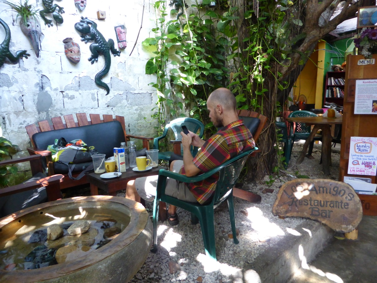 Richard relaxing in the garden restaurant at Los Amigos hostel in Flores