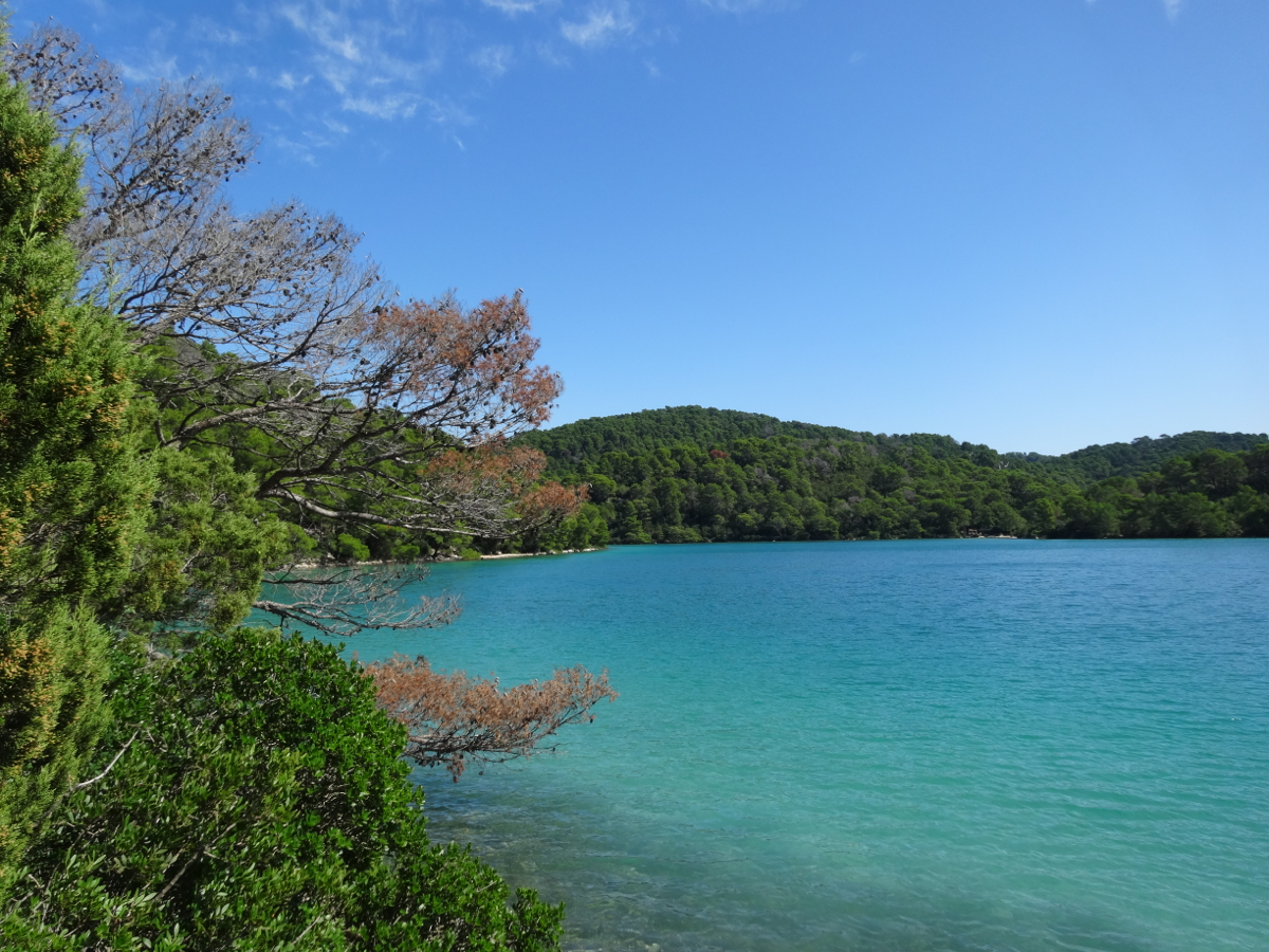 The beautiful turquoise waters of the small lake (Malo Jezero)
